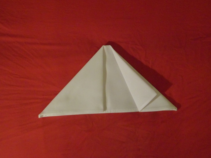 How to fold napkins arrowhead. Step five in the centre where the two original top corners meet. take what was originally the top right corner and fold it back on its self so the edges run parallel.